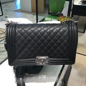 FOR SALE🎉Chanel Boy Bag New Medium sz 18P series